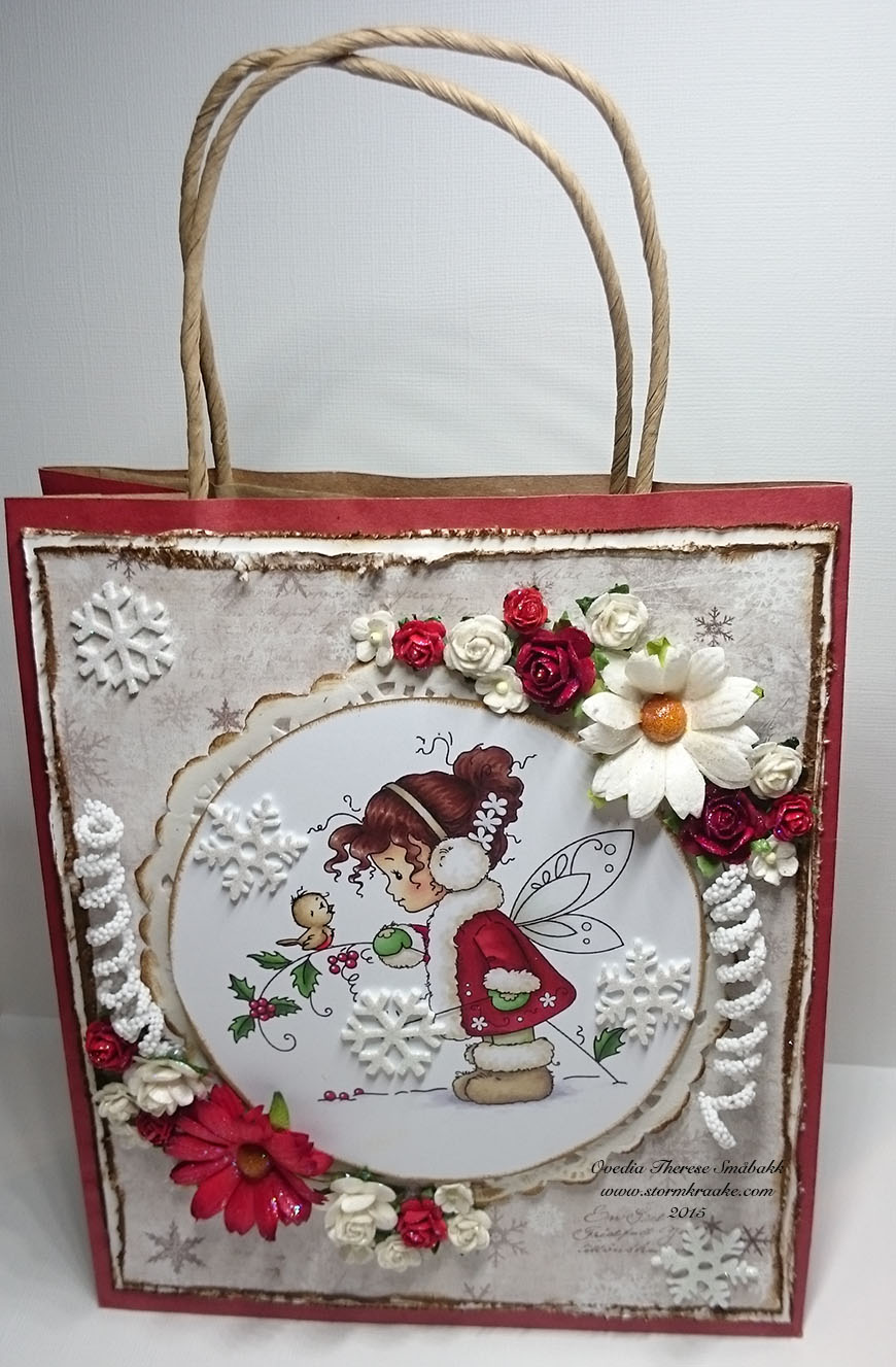 CHRISTMAS BAG CARD - RED - MAJA DESIGN - WOC - 001 - OVEDIA THERESE SMÅBAKK